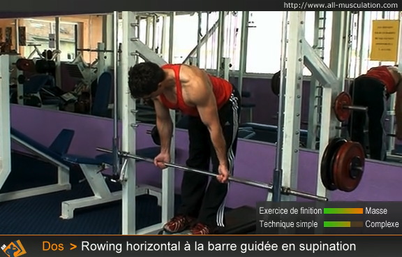 Début du rowing horizontal à la barre guidée supination